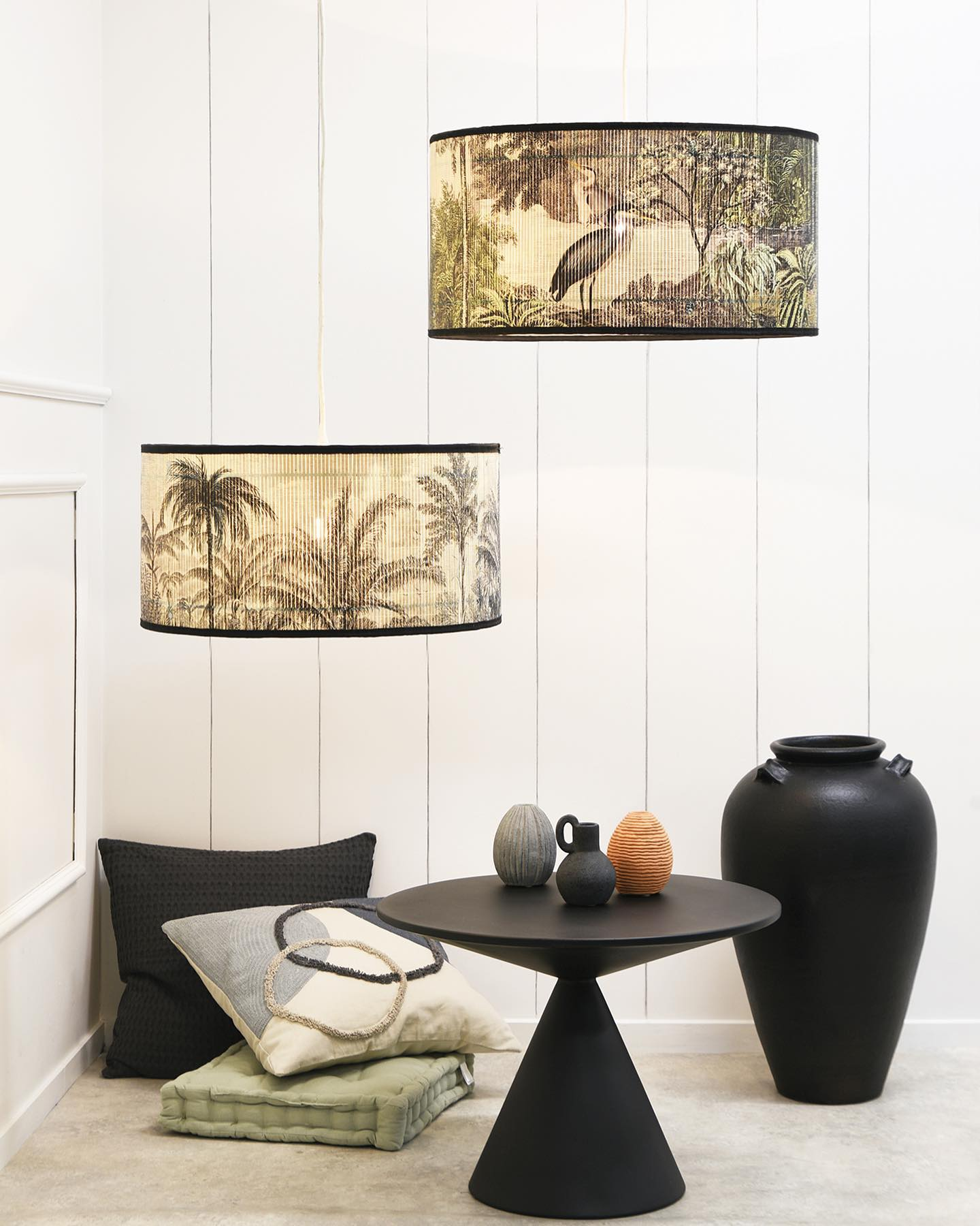 Give your interior a tropical vibe. These printed and slatted bamboo lamp-shades come in 3 different sizes. Metal edges keep the shape. Arriving soon. . . #lamp #lampshades #lighting #bambooshades #tropicalvibe