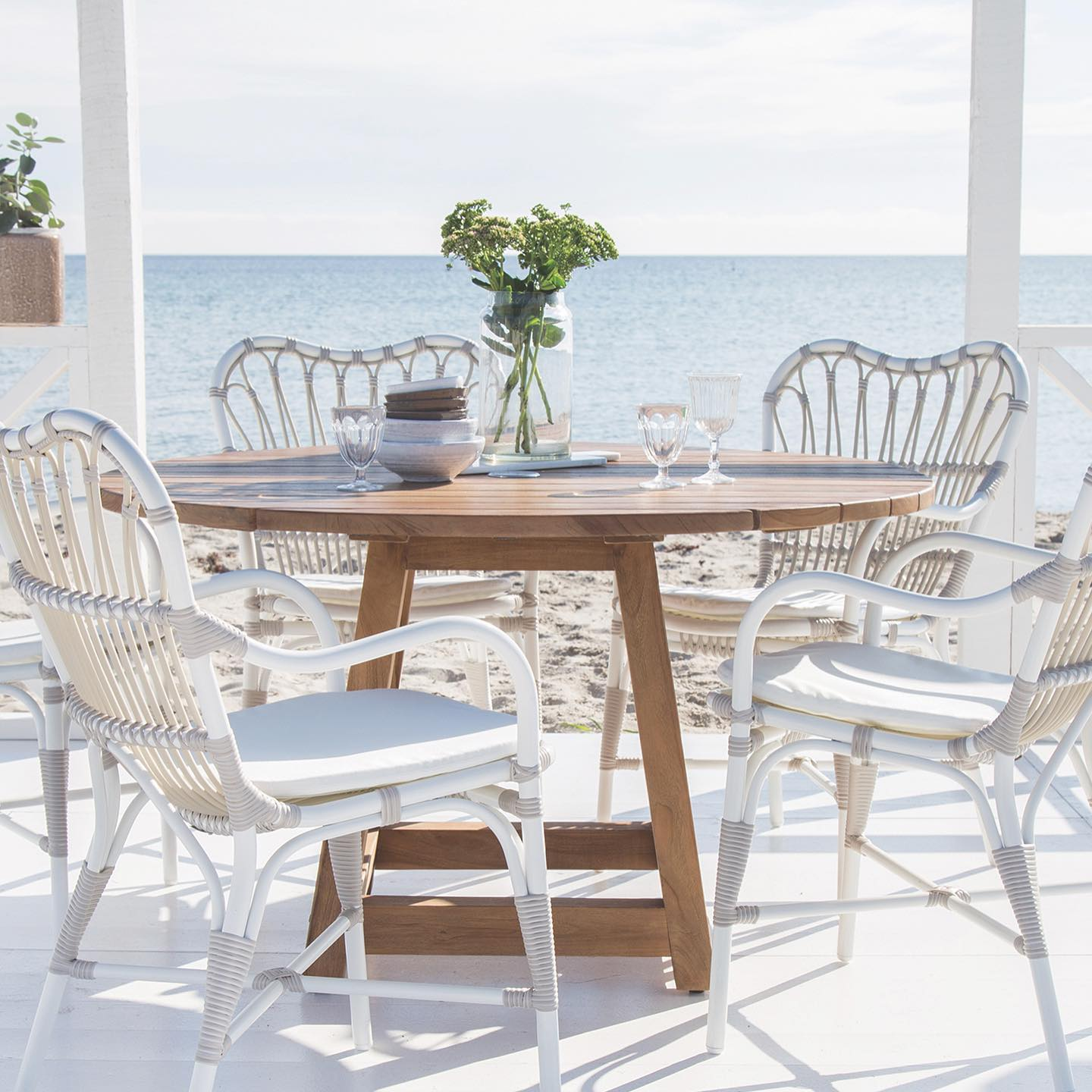 SUMMER OUTDOORS WITH SIKA DESIGN - SIKA teak items are made of old reclaimed teakwood from old houses, or fishing boats. Teak is a close-grained hardwood with a high natural oil content which gives the teak furniture a beautiful smooth surface. This LUCAS EXTENSION TABLE and the GEORGE ROUND TABLE is suitable for interior or exterior. The Lucas extension table extends with a single swing panel in the centre of the table. SIKA's teak furniture is characterized by the warm colour that over time becomes a beautiful classic natural grey colour. . . #outdoors #sikadesign #teak #teaktables #outdoortables #summer #diningtables